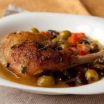 Курица по-гречески с помидорами и оливками