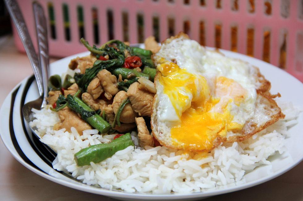 Крапао гай (цыпленок с базиликом