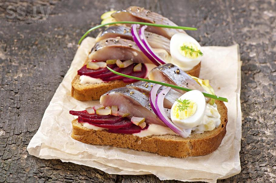 Вкуснейшие бутерброды с селёдкой