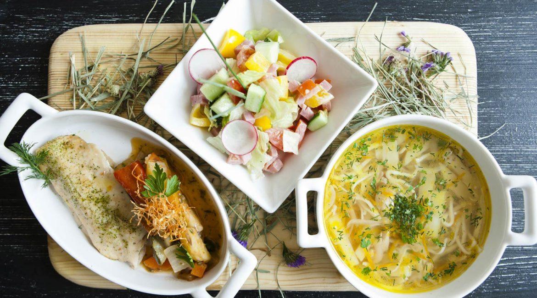 Обед выходного дня за 30 минут, салат, суп, пирог и десерт