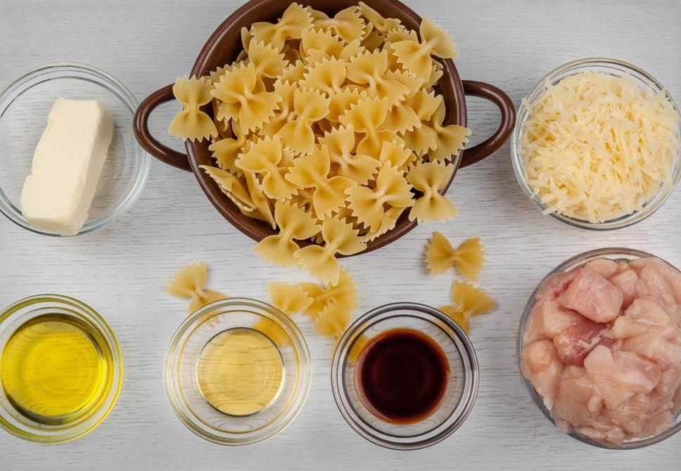 Фарфалле с курицей и мёдом