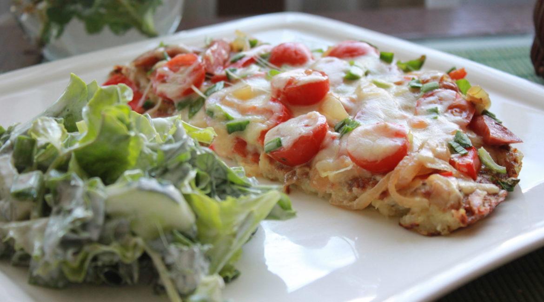 Картофельная пицца с охотничьими колбасками