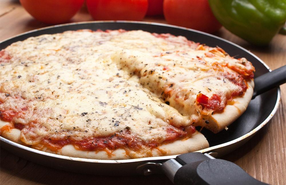 Пицца на сковороде за 8 минут