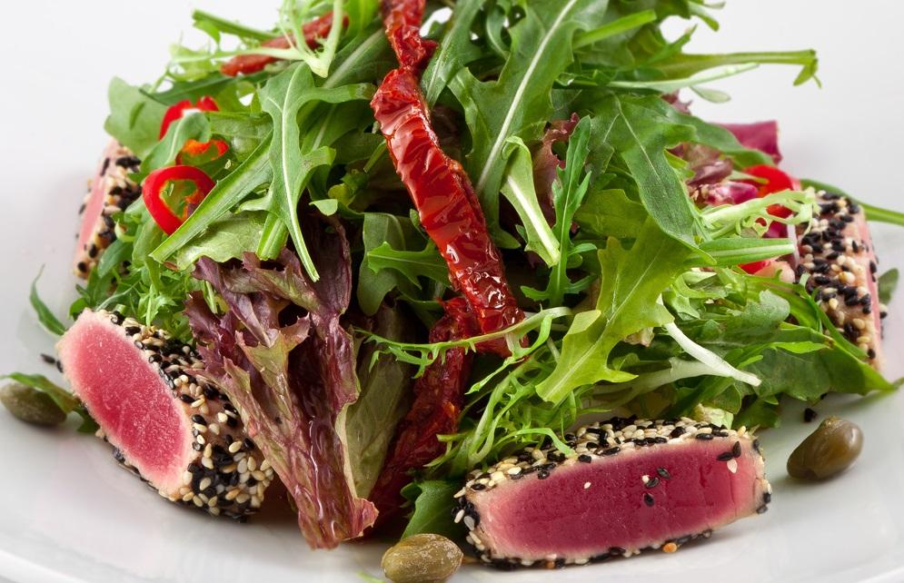 Салат с говядиной и вялеными томатами