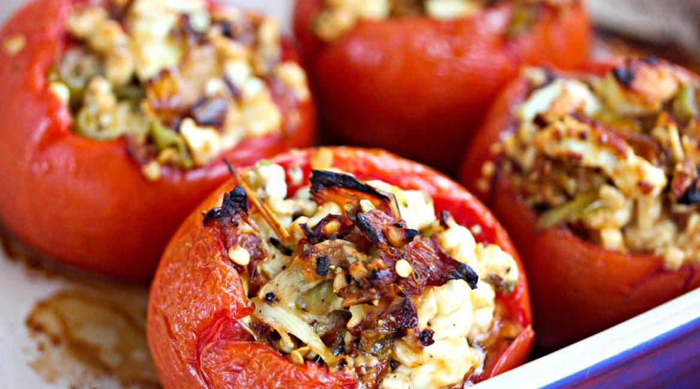 Запечённые томаты с сыром фета