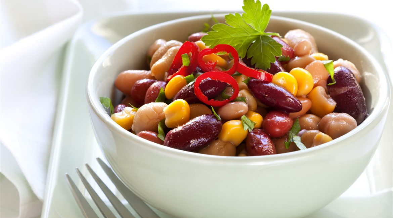 Салат со шпротами и кукурузой за 2 минуты