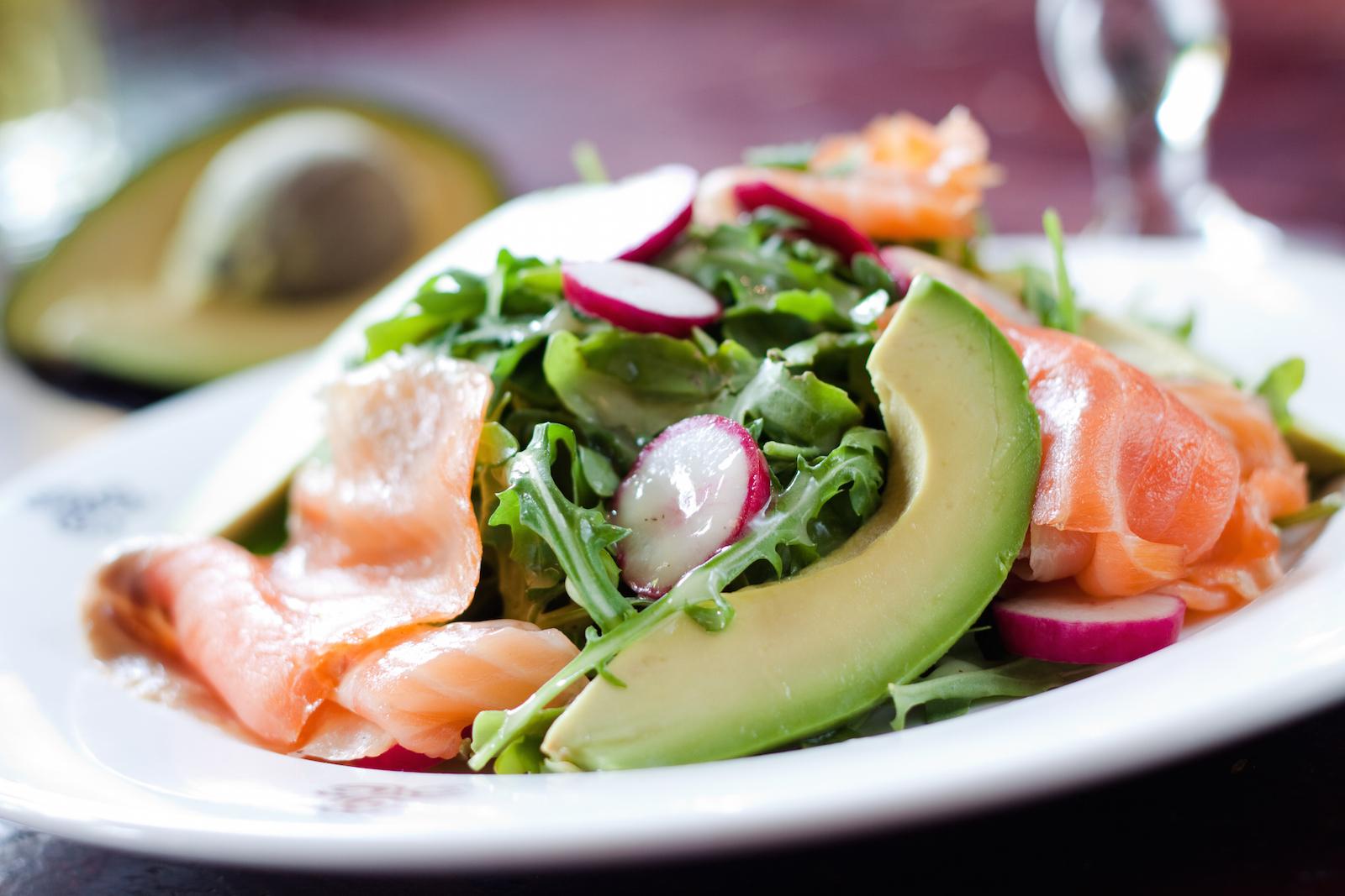 Салат с сёмгой и авокадо