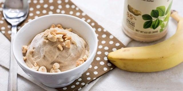 Банановое мороженое с арахисовым маслом