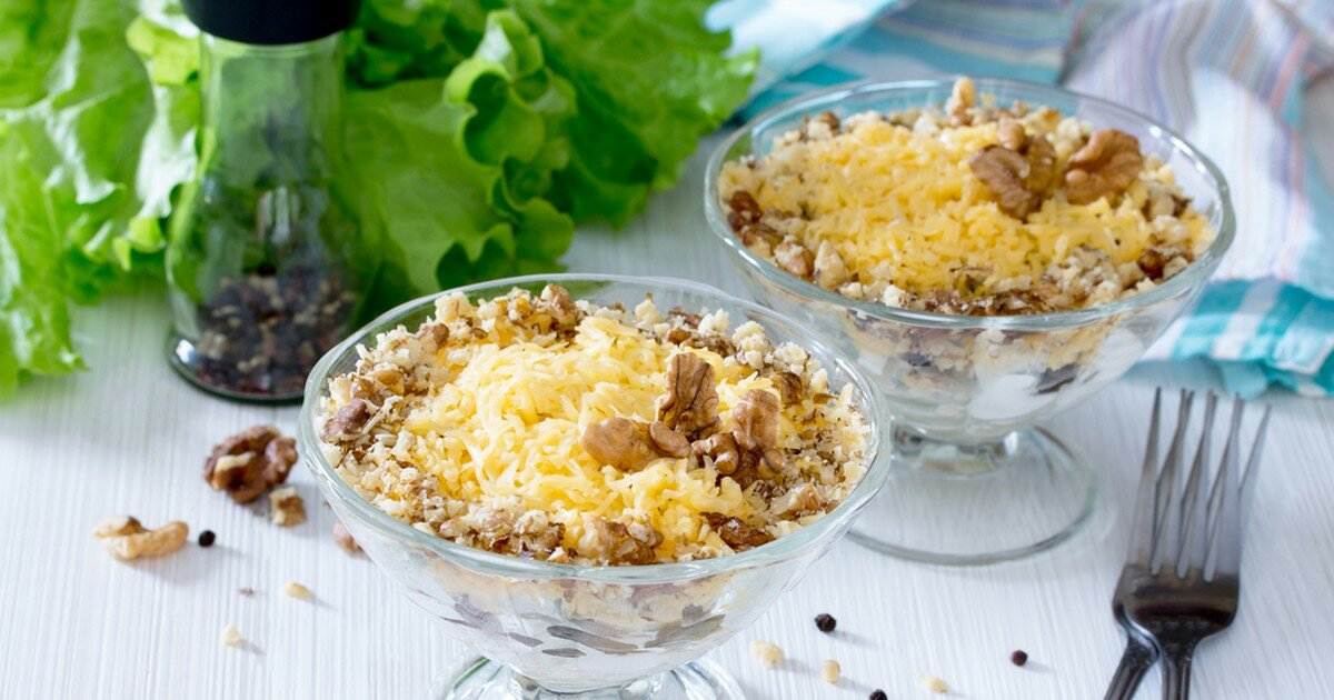 салат с мясом, чесноком и орехами