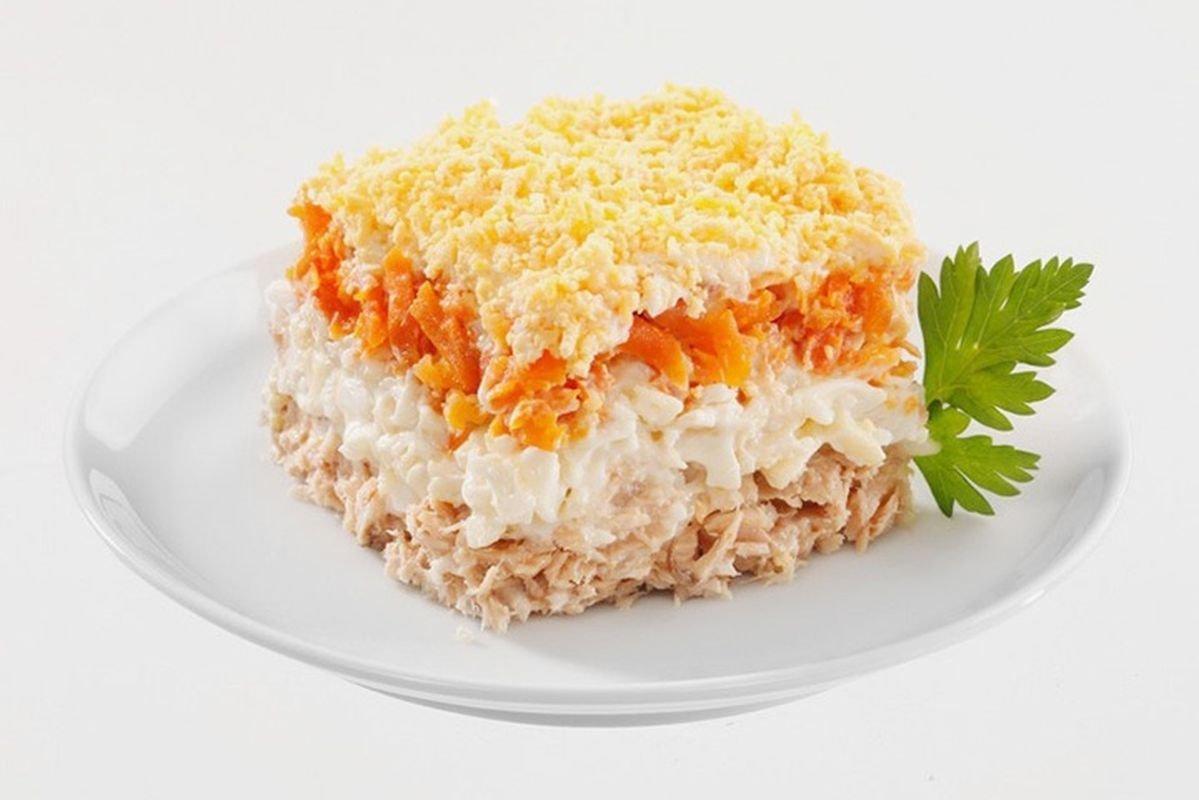 Салат слоёный с курицей
